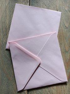 Enveloppen 15,5x15,5cm 120 grams lichtroze per 10 stuks